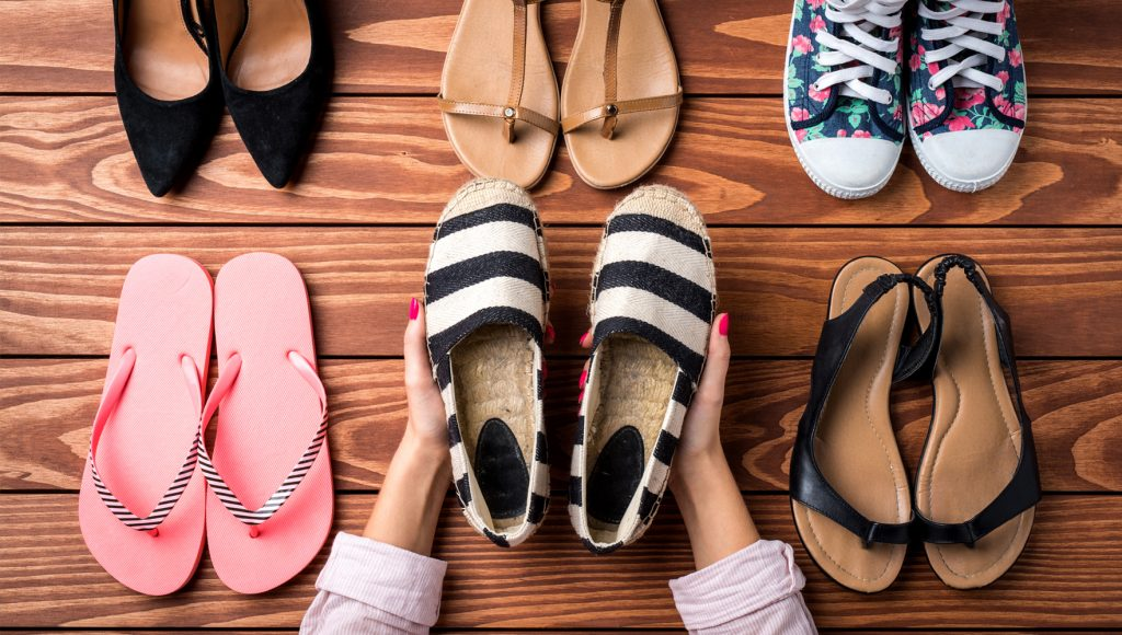 نحوه تمیز کردن کفش و دمپایی پارچه ای