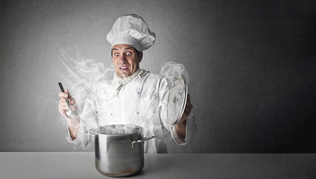 چگونه بوی آشپزی را از لباسمان حذف کنیم