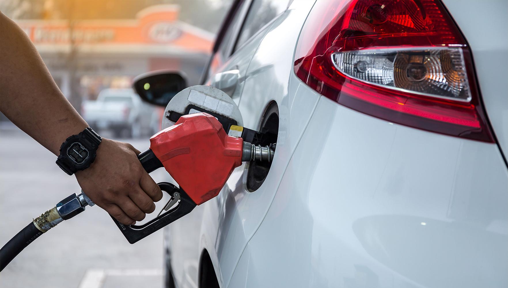 چگونه بوی بنزین را از بین ببریم